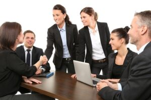Czy zmiana umowy spółki wpływa na kadencję członków zarządu?